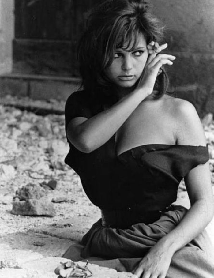 Claudia-Cardinale-a-fleur-de-peau_exact1900x908_p