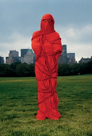 Christo_wrapped man_Serena Ucelli